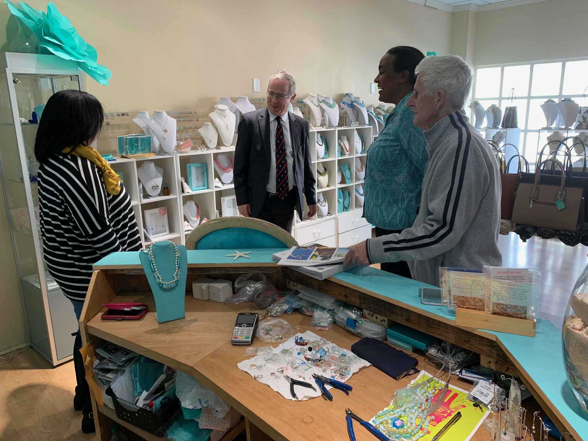 Governor visits Saltwater Jewelry